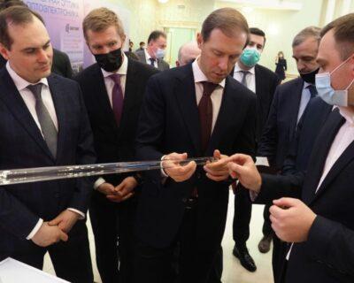 Денис Мантуров ознакомился с продукцией НИИИС имени А.Н. Лодыгина